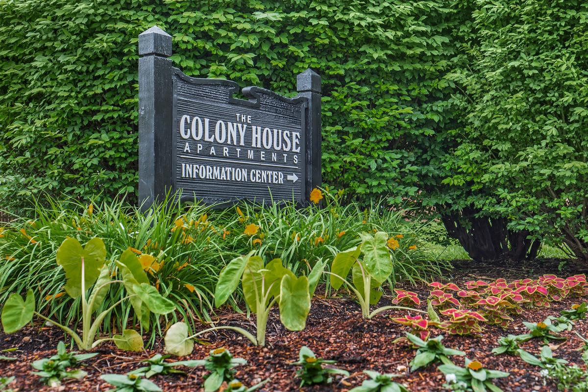 Colony House Monument Sign