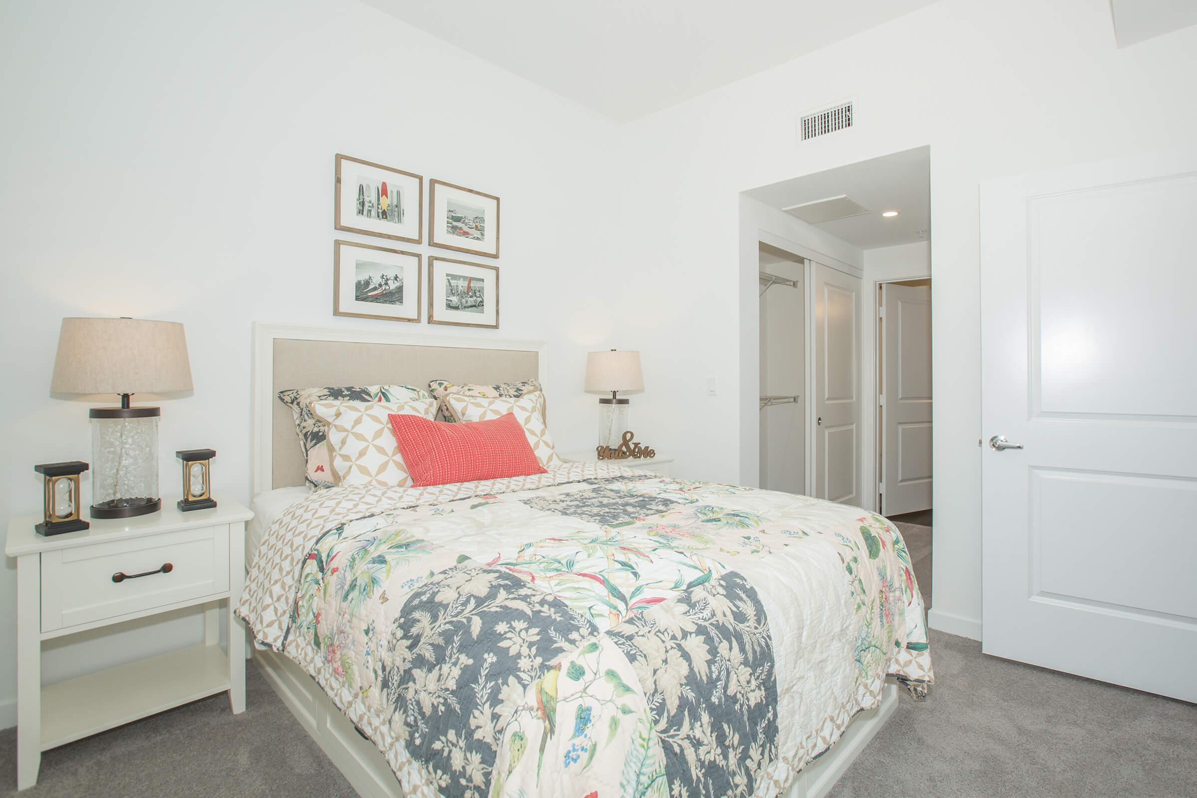 05b Bedroom.jpg