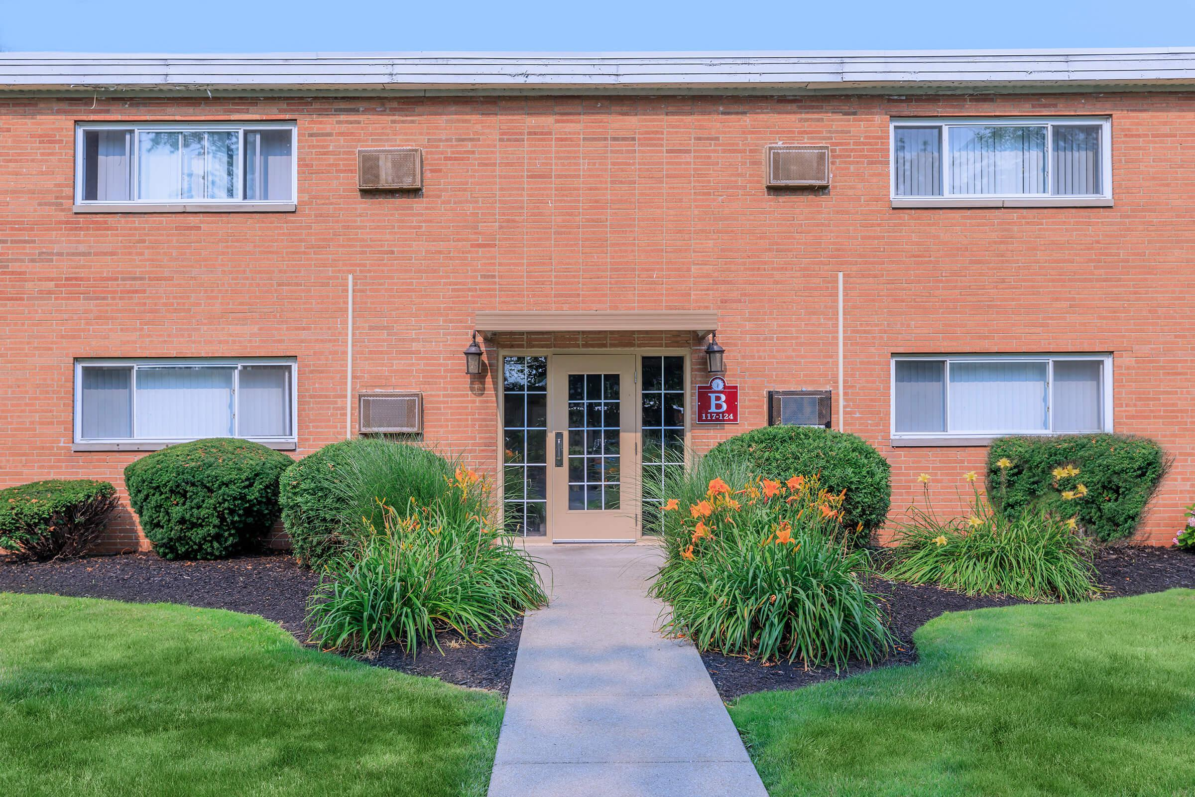 YOUR NEW APARTMENT HOME AWAITS IN EASTLAKE, OHIO