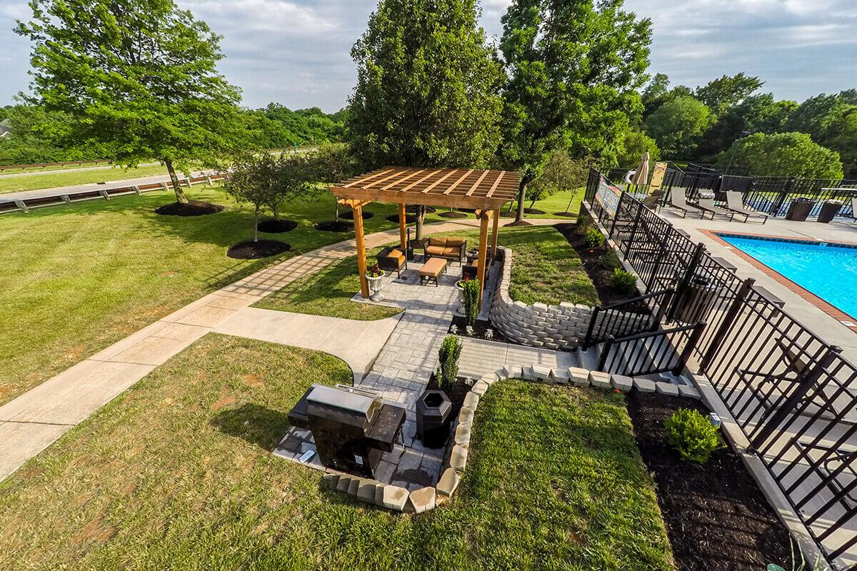 Fenwick Place Apartments in Louisville, KY - Picnic Area 01.jpg