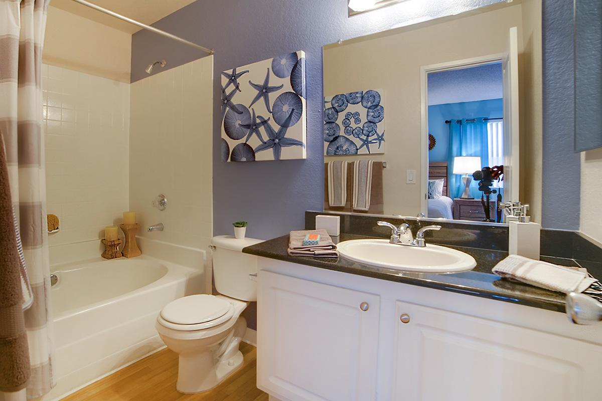Allanza at the lakes photo gallery for Bathroom design 3x2