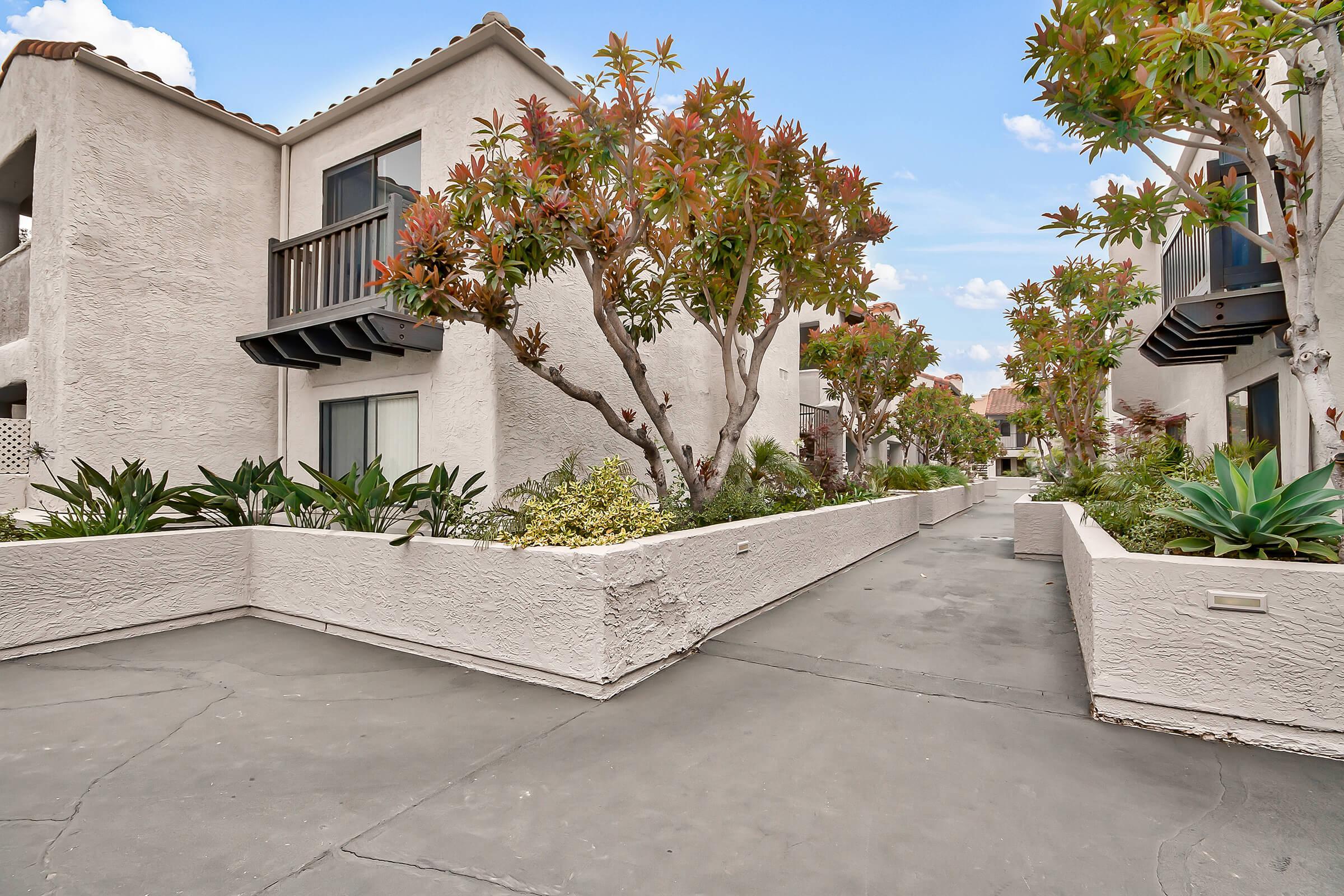 Exterior-Building-Units_575-W-19Th-St-Costa-Mesa-CA_Park-Center-Place_RPI_II-280960-44.jpg