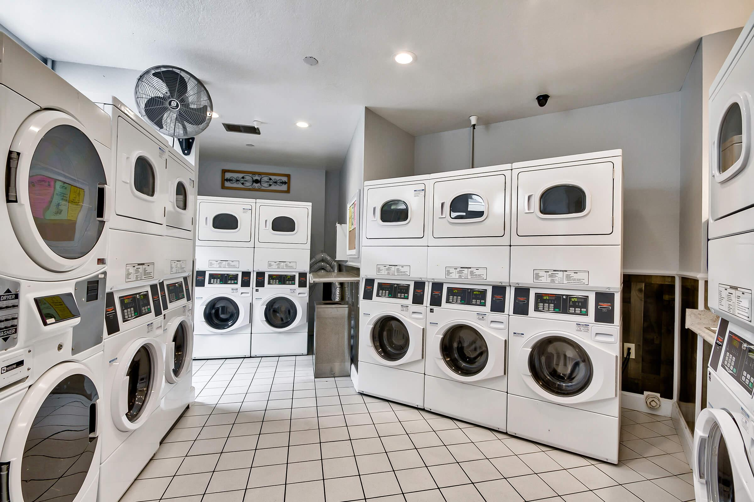 Laundry-Facilities_575-W-19Th-St-Costa-Mesa-CA_Park-Center-Place_RPI_II-280960-11.jpg