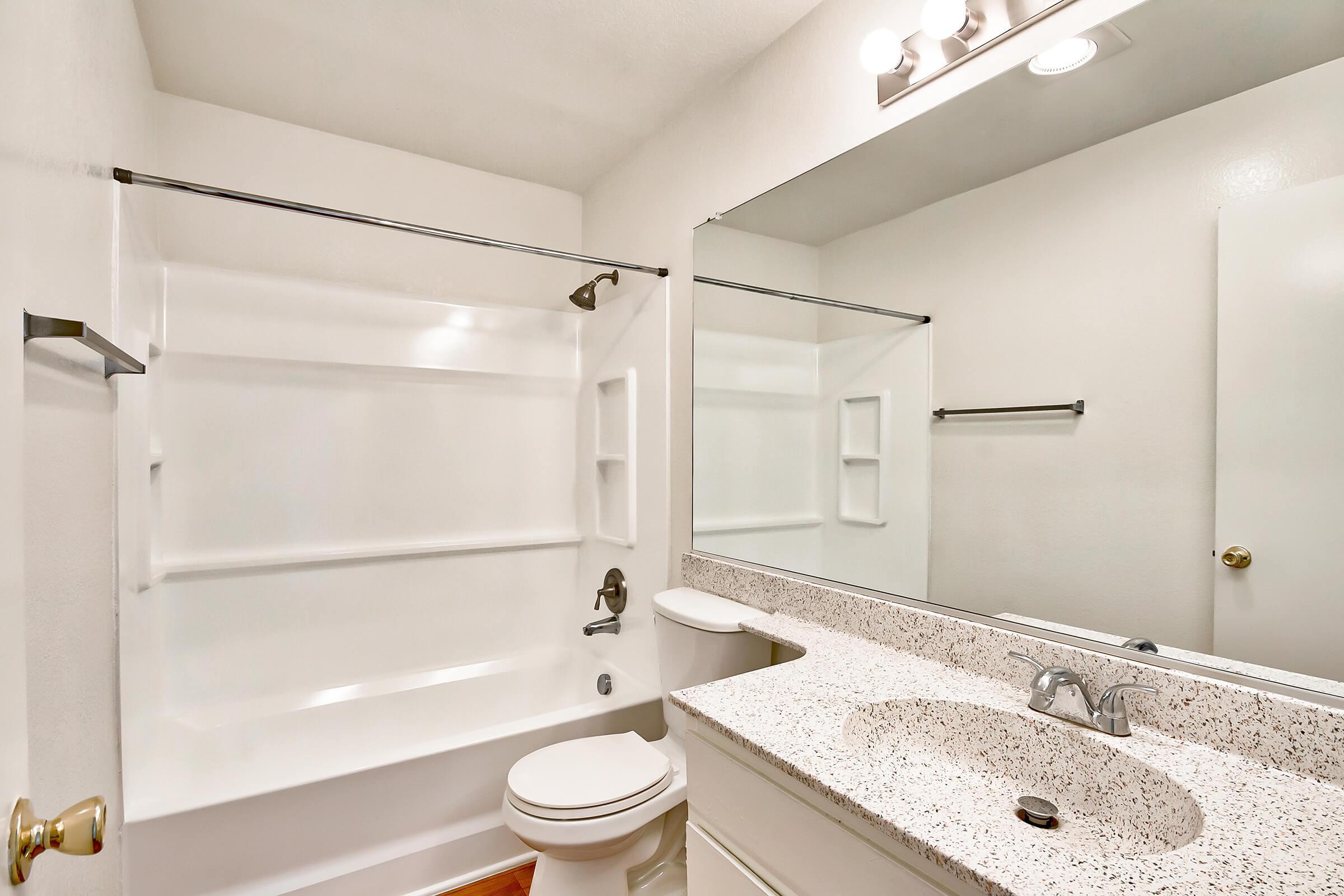 Bathroom_575-W-19Th-St-Costa-Mesa-CA_Park-Center-Place_RPI_II-280960-56.jpg