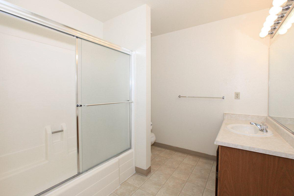 Valley View Apartment Homes has tub-shower combos