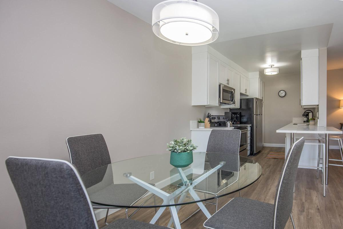 The perfect dining room in Glendale, CA