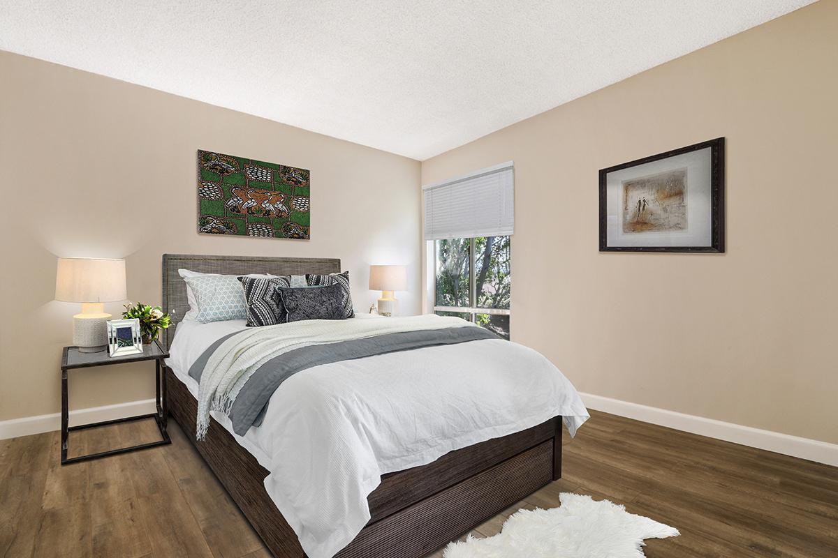 Cozy bedroom in Glendale, CA