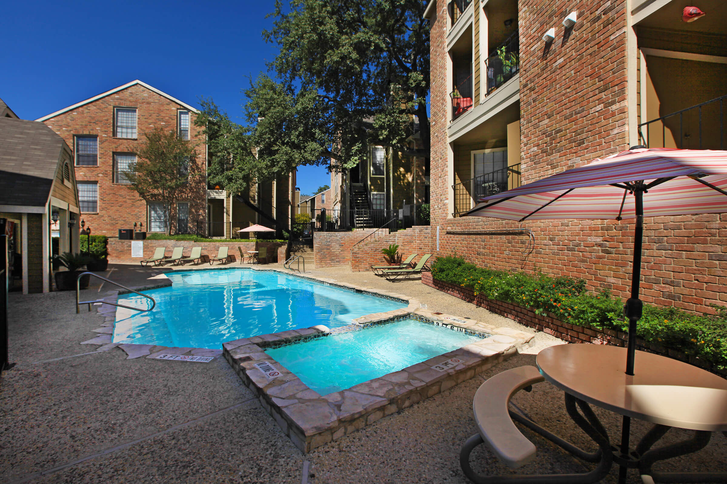 Picture of Hidden Oaks Apartments