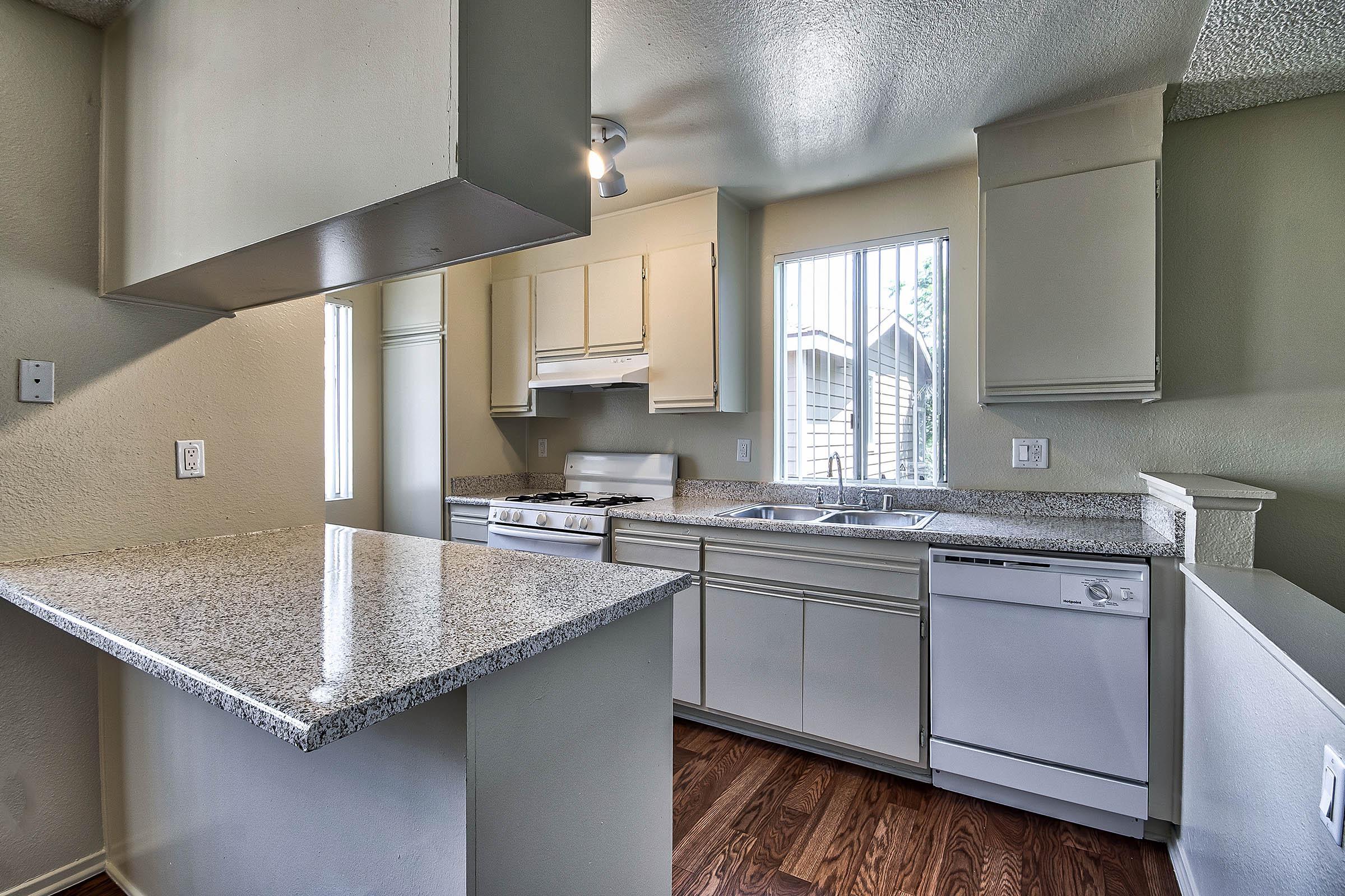 Kitchen_3900_W_5th_St_Santa_Ana_CA_Vintage-Woods_RPI_II-280948-37_v1_current.jpg