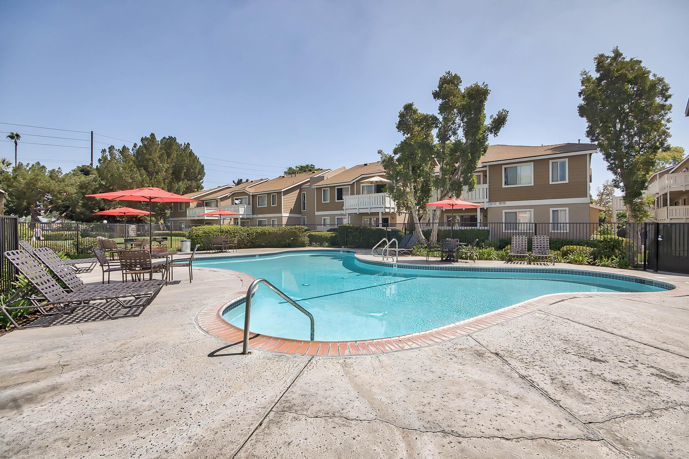 Pool_3900_W_5th_St_Santa_Ana_CA_Vintage-Woods_RPI_II-280948-6_v1_current.jpg