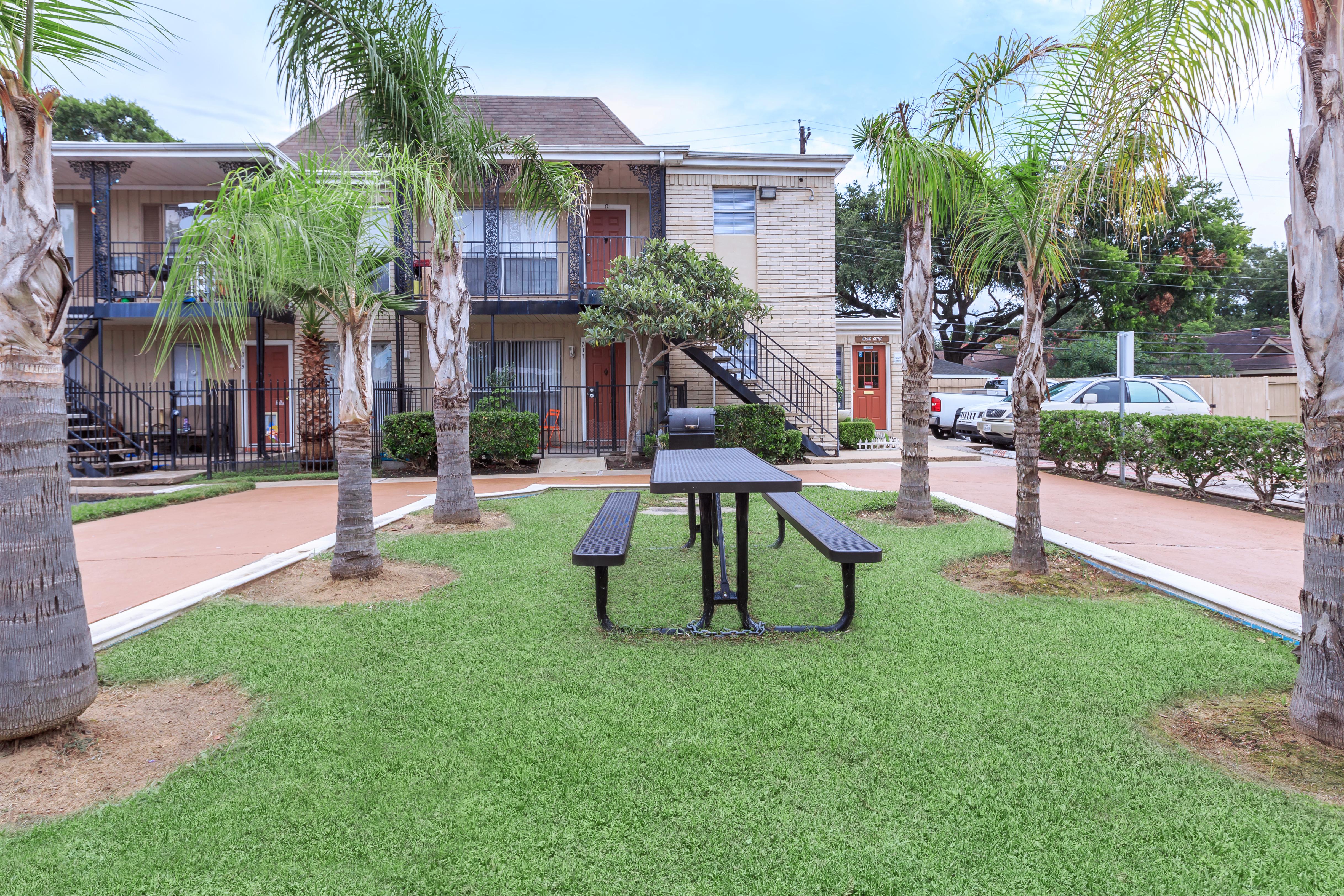 braeswood plaza amenities