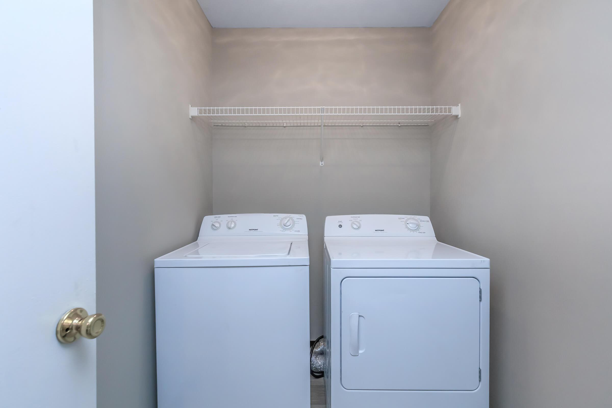 Washer dryer at Summertrees Apartments