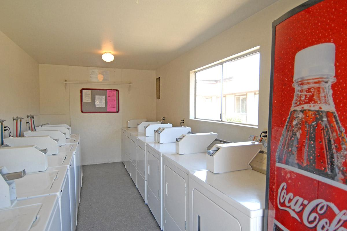 Ashbrier-Sandalwood has clean laundry facilities