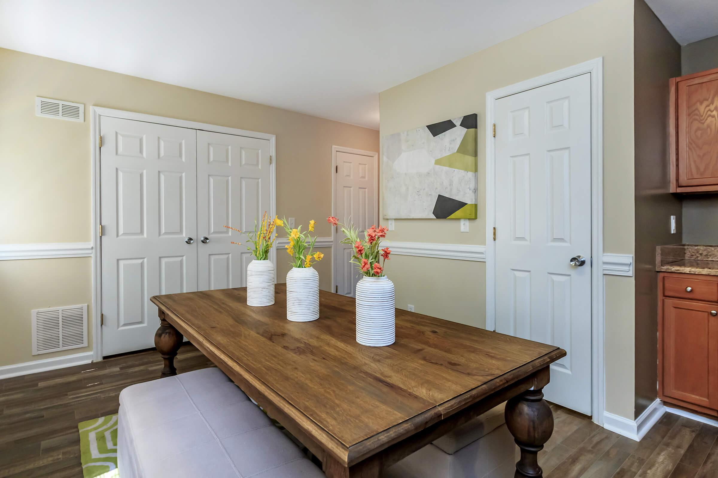 Dining Area at Bluff View at Northside Apartments