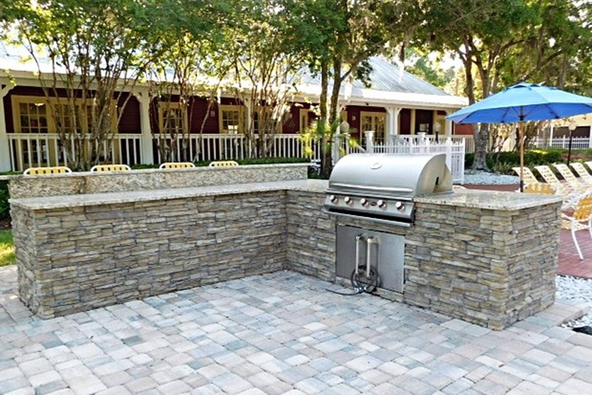GRANITE COUNTERTOP GRILL AREA.jpeg