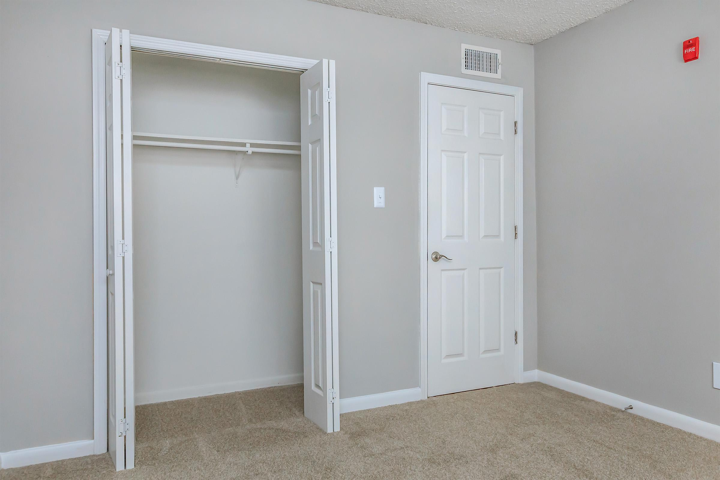 WALK-IN CLOSETS AT KINGSTON POINTE APARTMENTS
