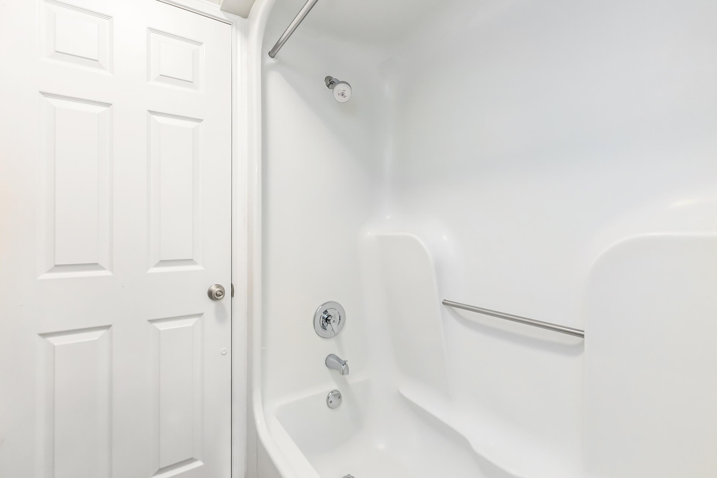 Bathtub and shower at Graymere in Columbia, Tennessee