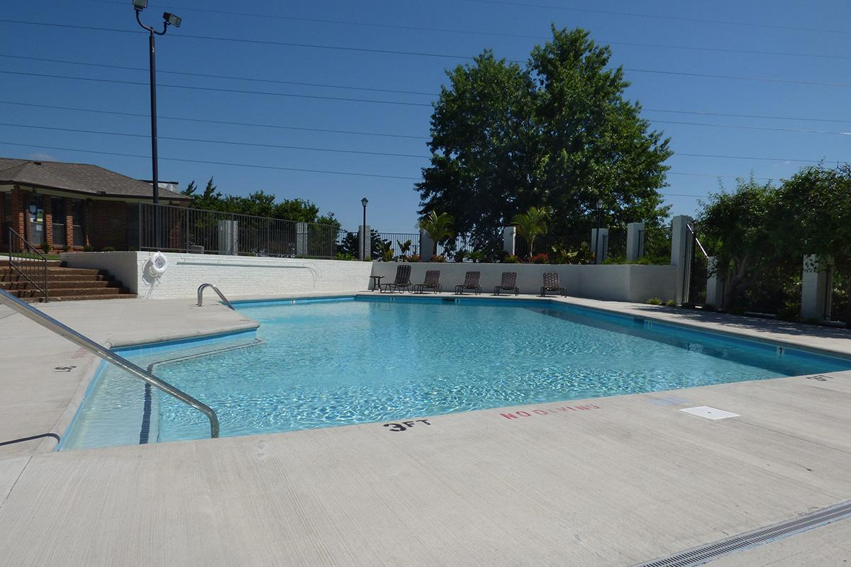 Knolls Pool Pic front.JPG