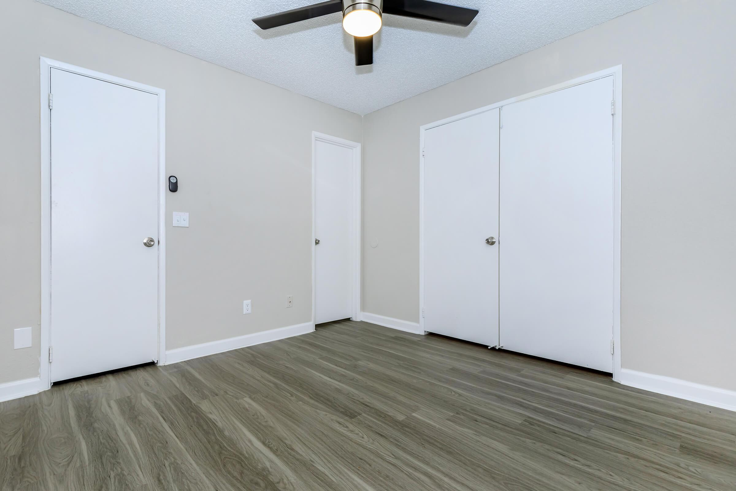 CEILING FANS AND WOOD-LIKE  FLOORS