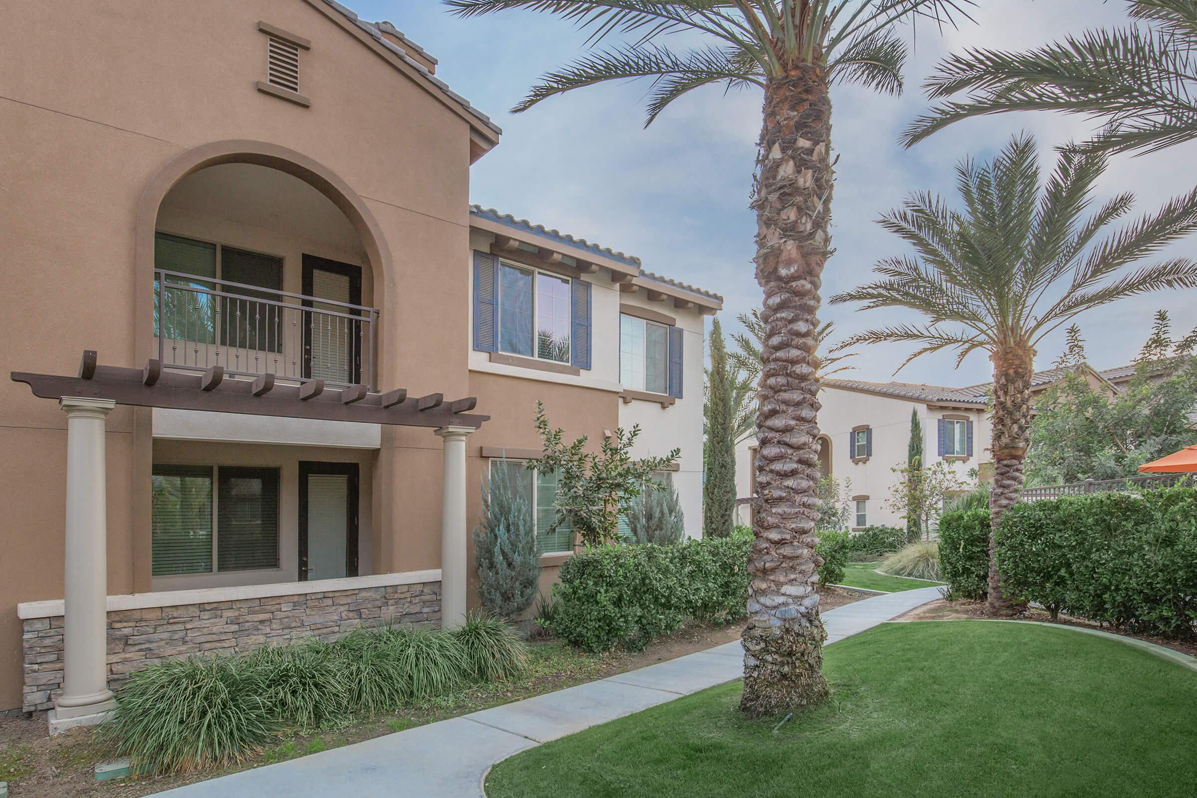 The Retreat at Riverlakes community building with palms trees in front
