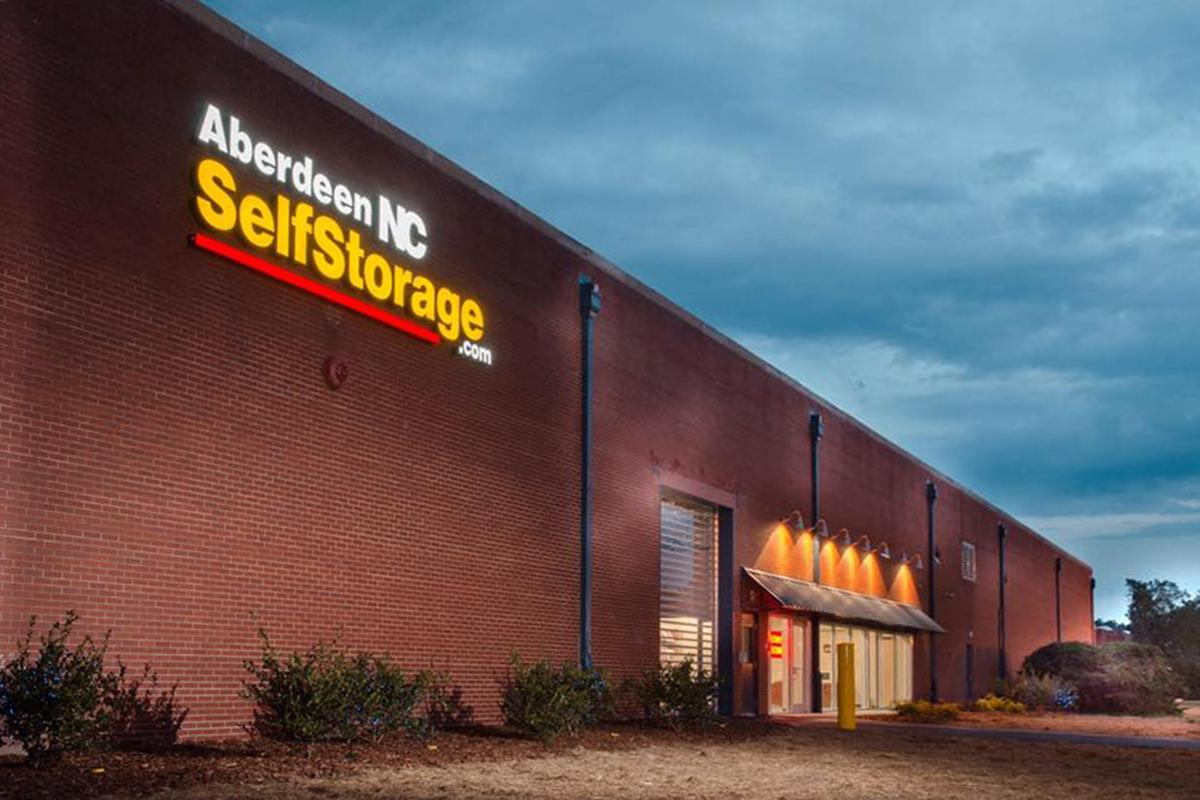 Drive thru climate controlled and dehumidified to 55 degrees ... & Aberdeen NC Self Storage - Photo Gallery