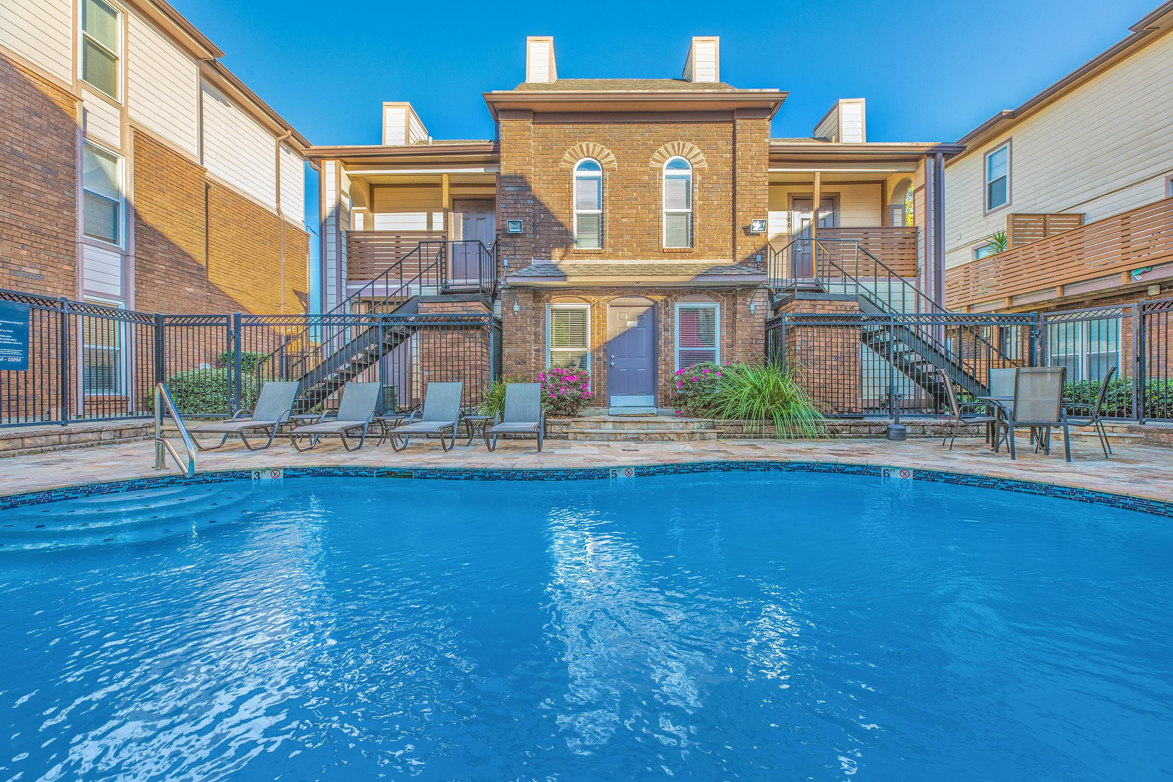 BOUTIQUE SWIMMING POOLS