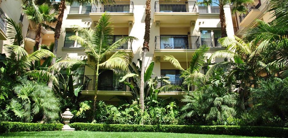 courtyard02.jpg