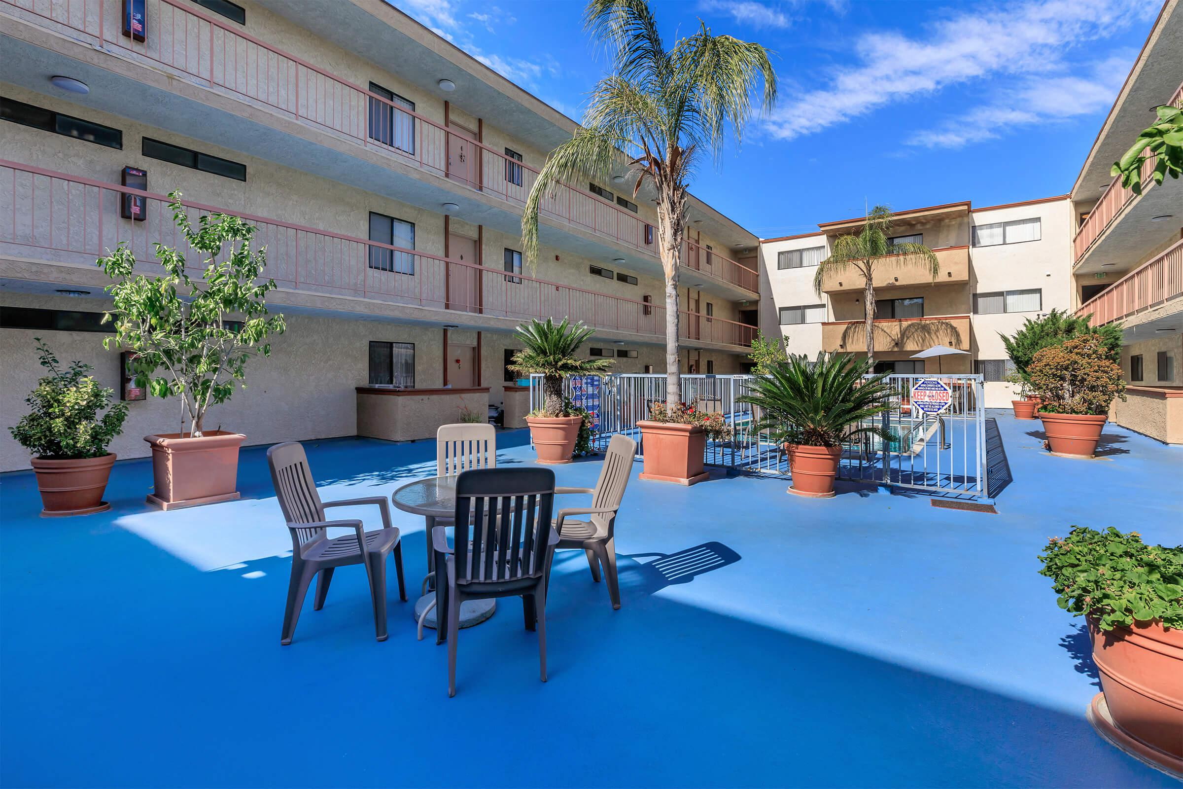 Valleywood Apartments has a picnic area and swimming pool