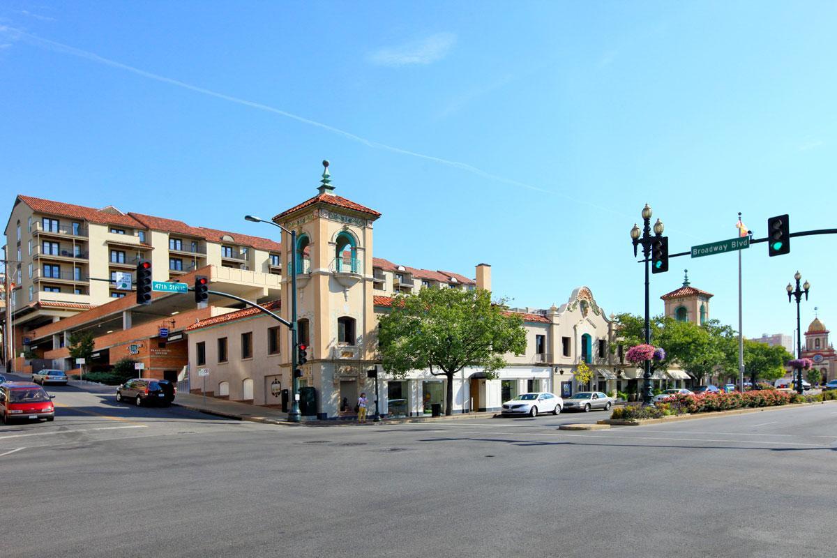 a traffic light on a city street