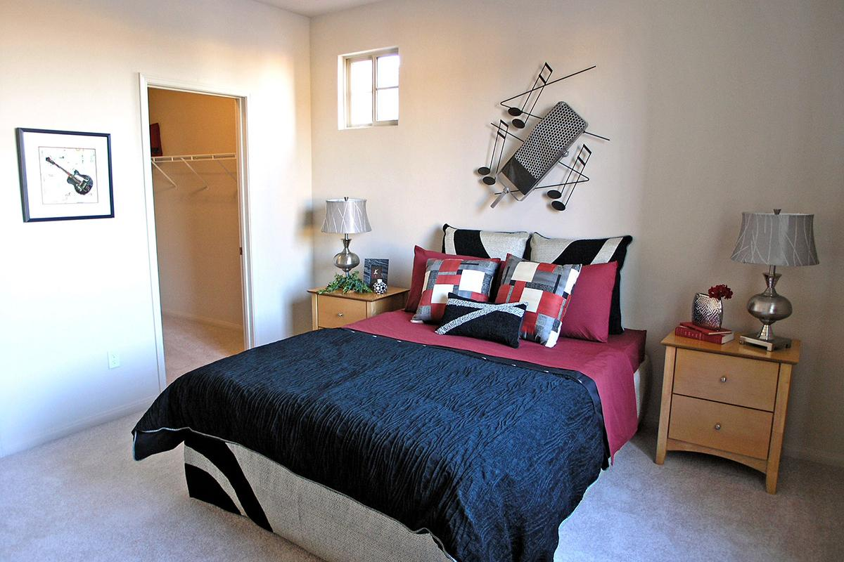BEDROOM WITH BLACK AND RED BED
