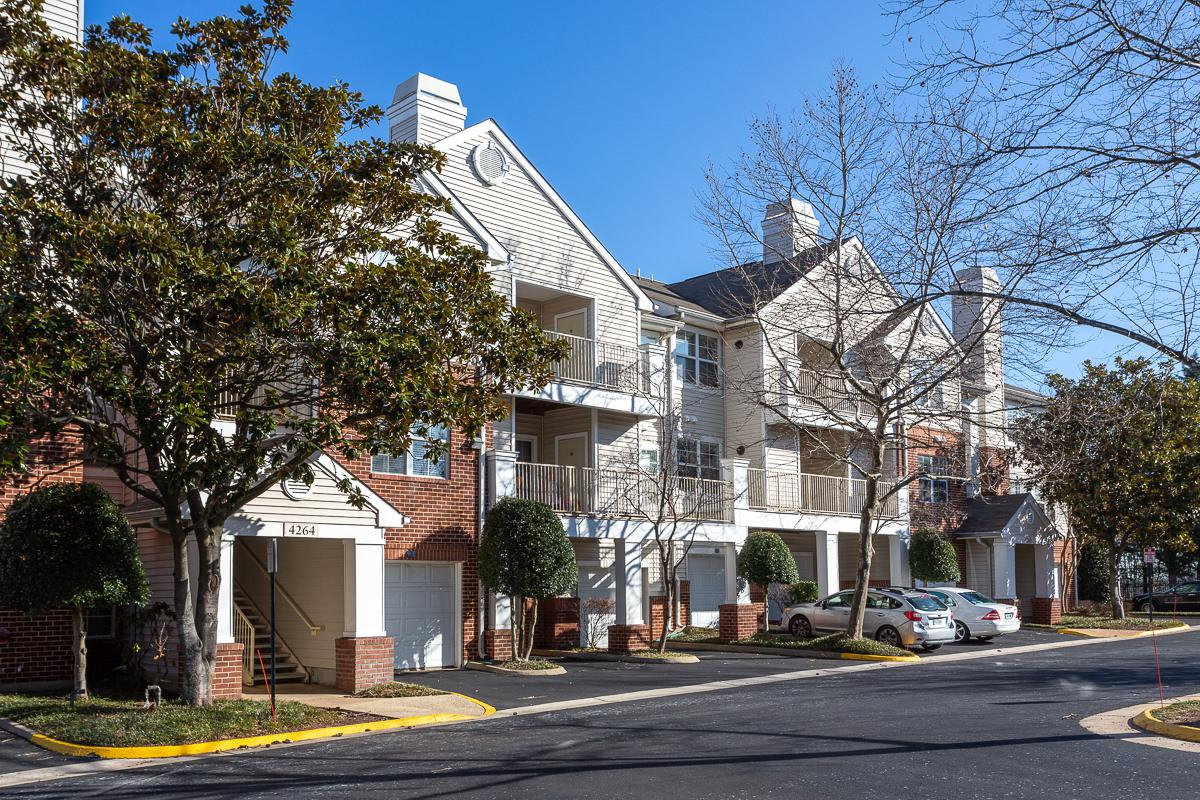 Driveways at The Jefferson at Fair Oaks Apartments in Fairfax VA