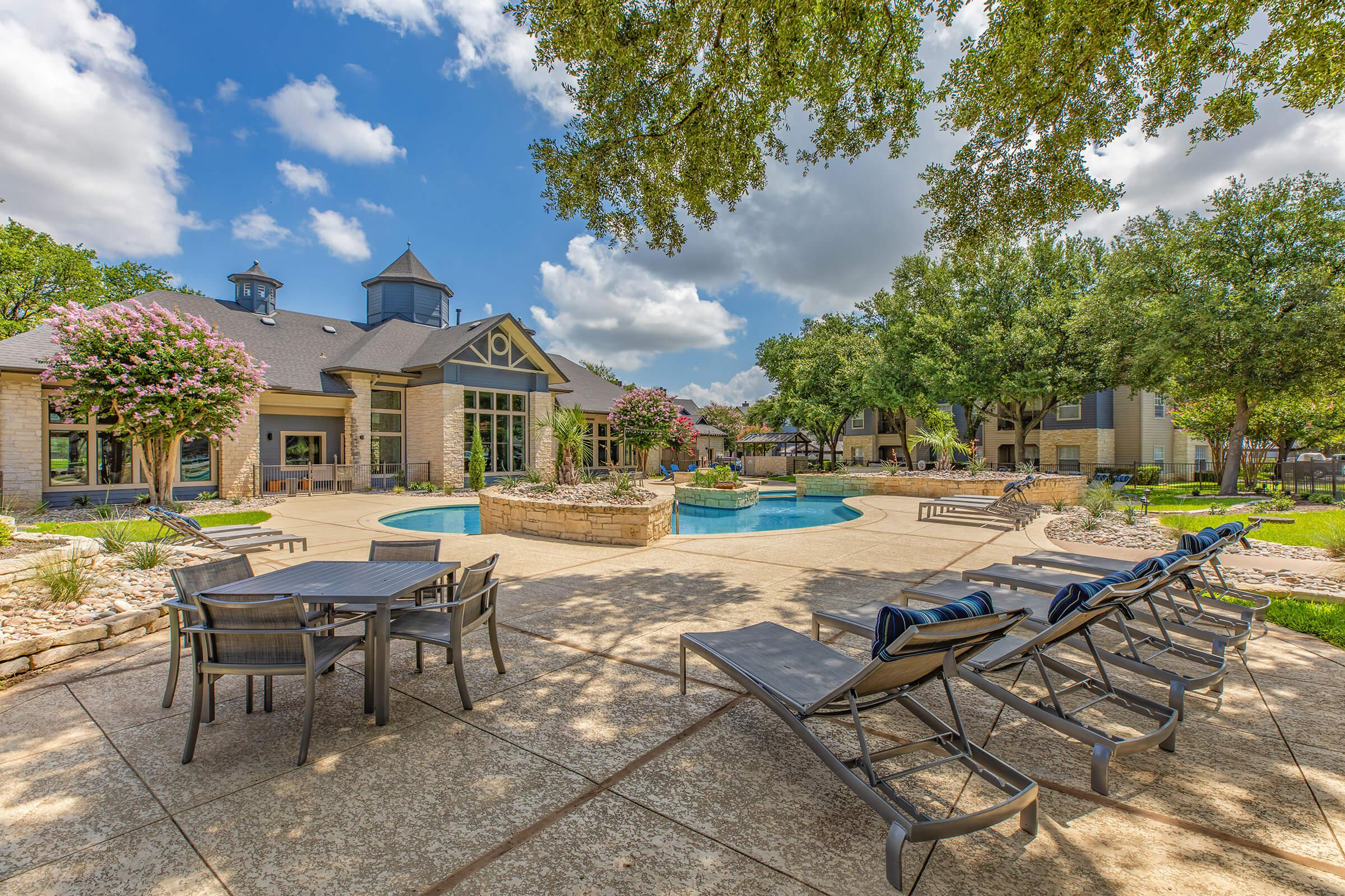 CATCH THE DAYTIME RAYS IN ROUND ROCK, TEXAS